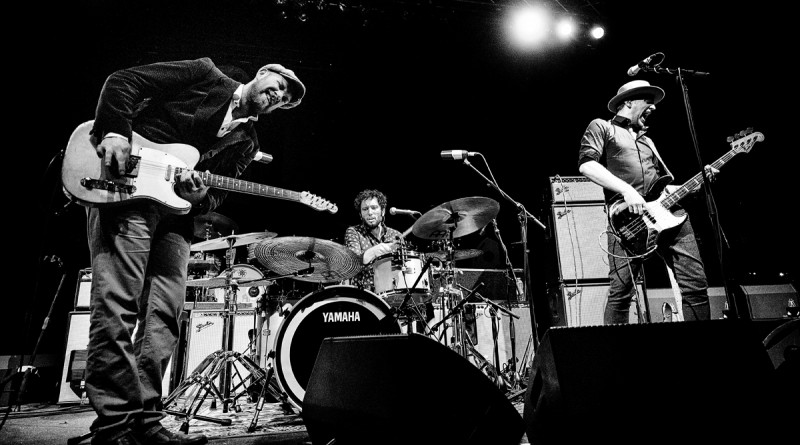 Henrik Freischlader Trio als Support der Tedeschi Trucks Band in Berlin, Tempodrom